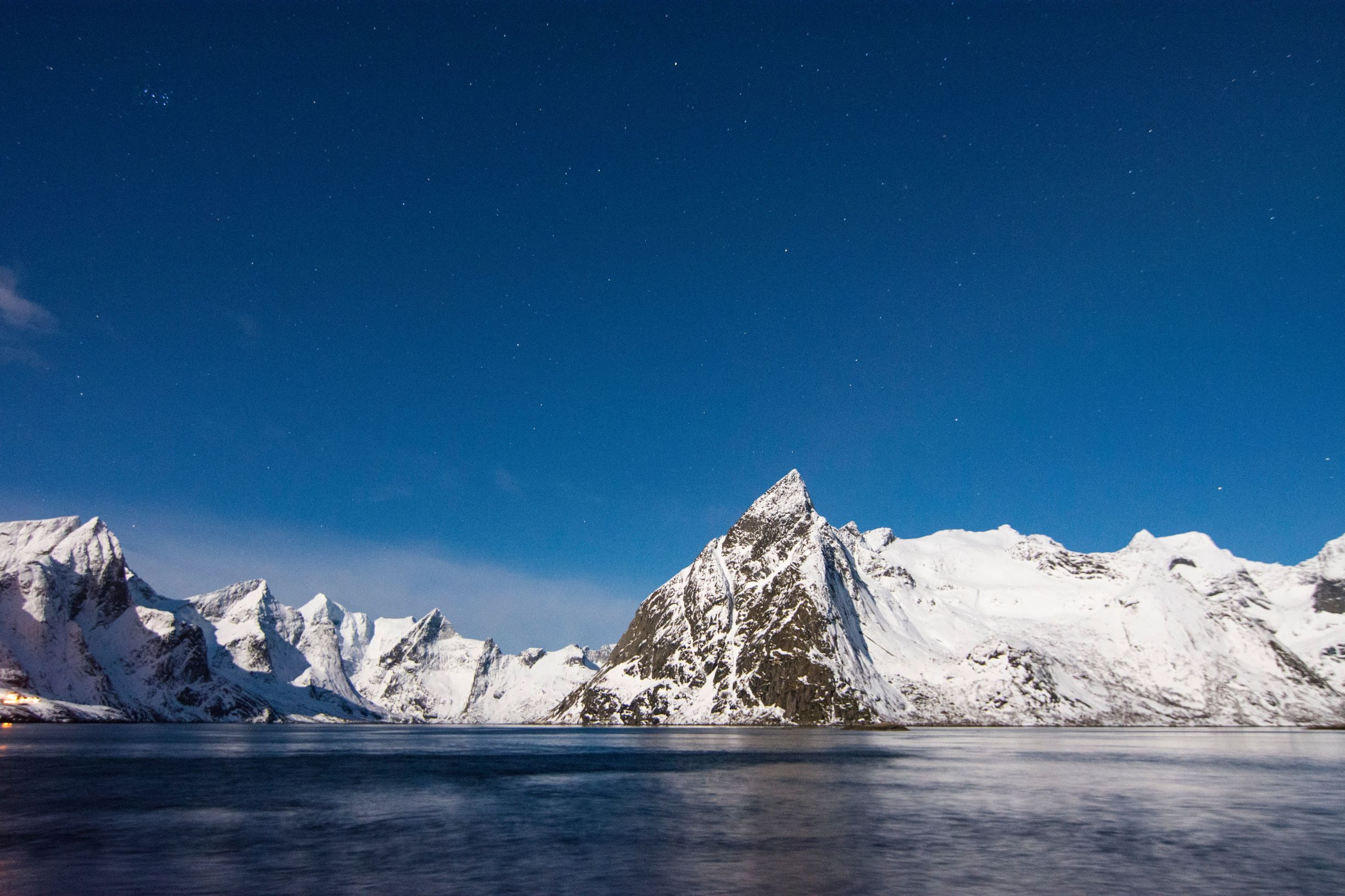 NY_jamie-macpherson-unsplash_blå himel snö